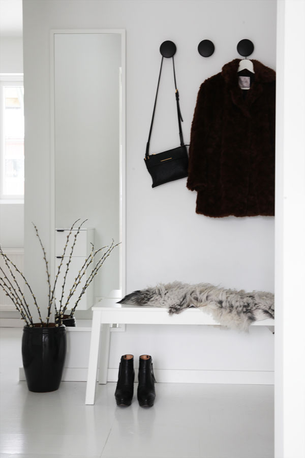 hallway details elisabeth heier bloglovin. Black Bedroom Furniture Sets. Home Design Ideas