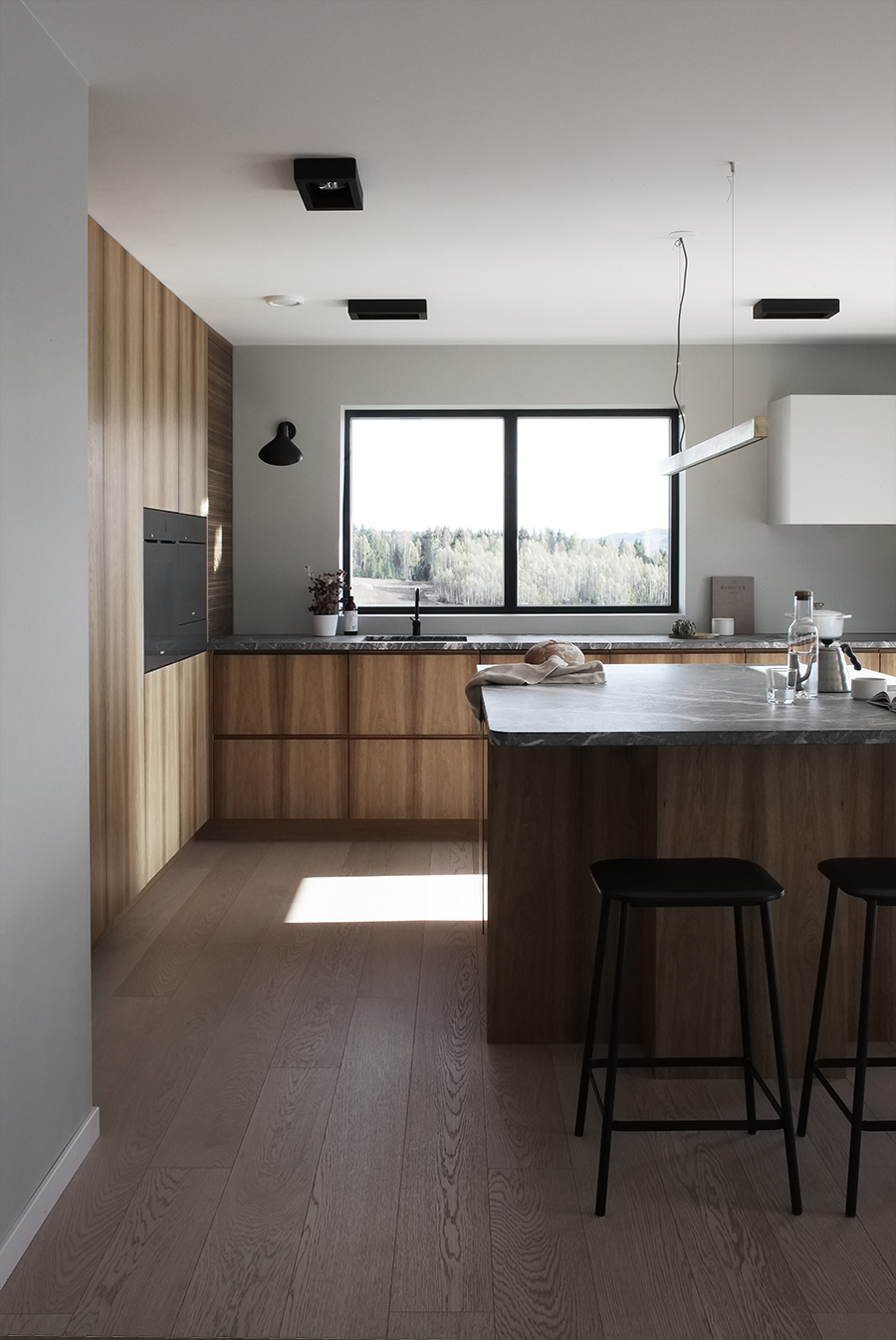 A MODERN FAMILY KITCHEN IN THE COUNTRYSIDE